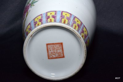 """antique Chinese vase """"Bench with parrot"""" Jingdezhen"""