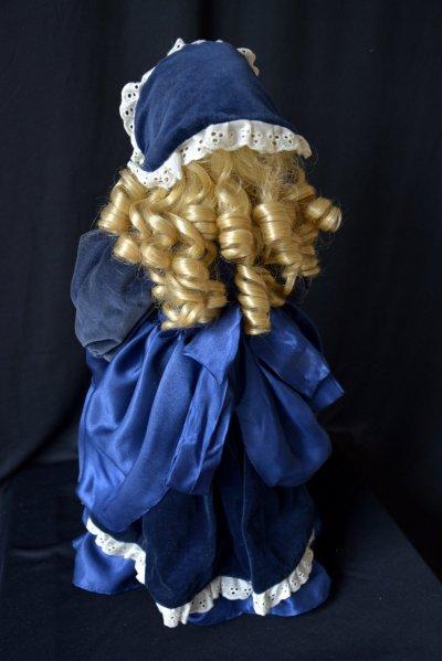 Кукла во французских одеждах Козетта