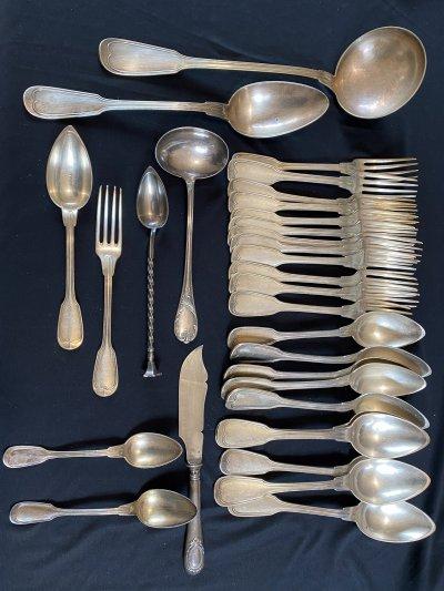 Christofle, France. 33 silverware, model Filet