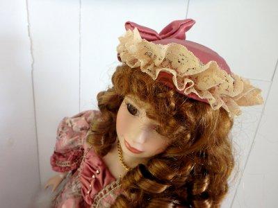 Кукла в одеждах Викторианской эпохи