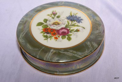 "Limoges France Jeweler box ""Bouquet in green"""
