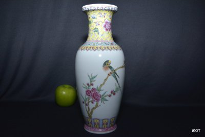 "antique Chinese vase ""Bench with parrot"" Jingdezhen"
