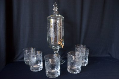Fountain for whisky with six glasses